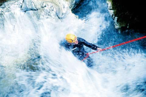 canyoning abenteuet fluss aufwärts